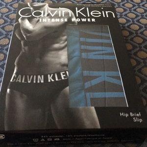 Calvin Klein- L Intense Power Dark Blue Hip Brief